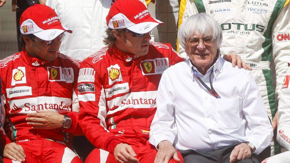 Foto: Ecclestone junto a Fernando Alonso en el primer fin de semana del asturiano con Ferrari.