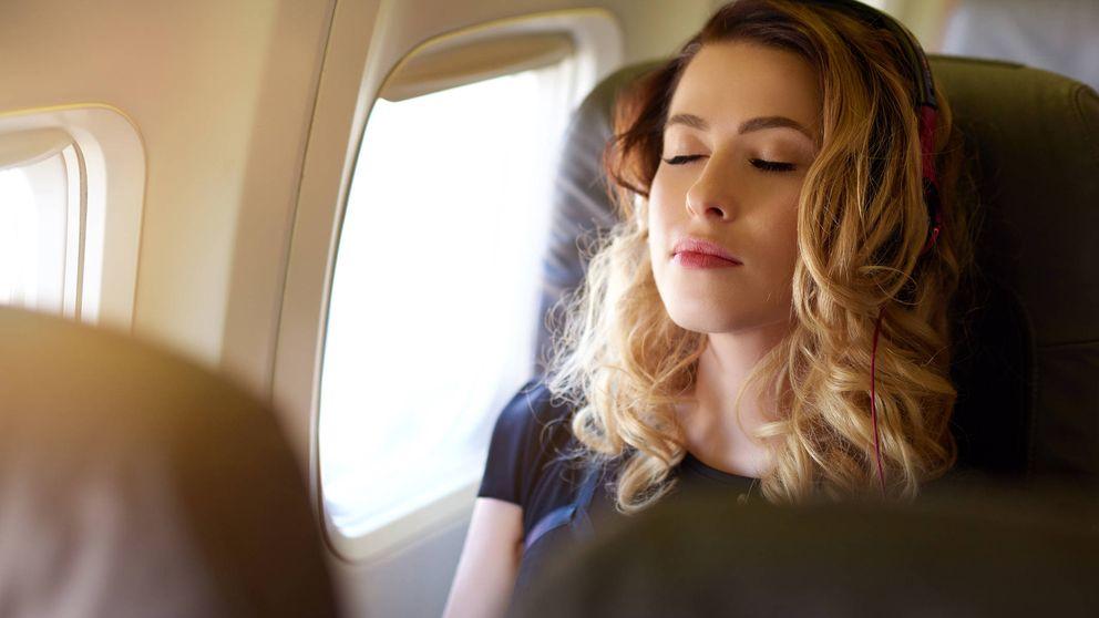 Por qué nunca debes quedarte dormido cuando el avión despega o aterriza