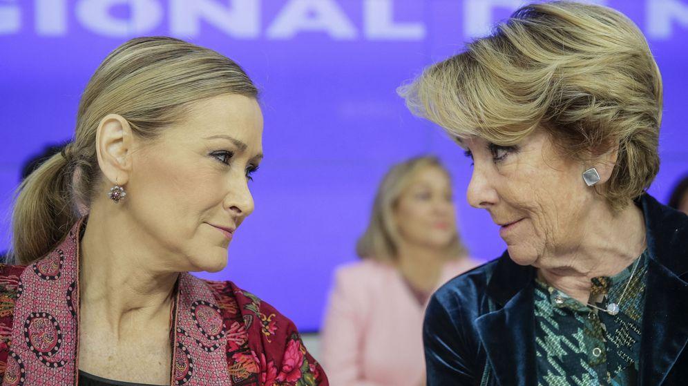 Foto: Cristina Cifuentes y Esperanza Aguirre, en un acto del PP de Madrid. (EFE)