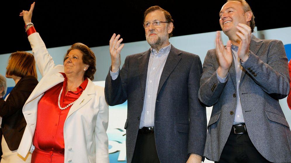 Foto: Barberá, Rajoy y Alberto Fabra, en la campaña de 2015. (Efe)