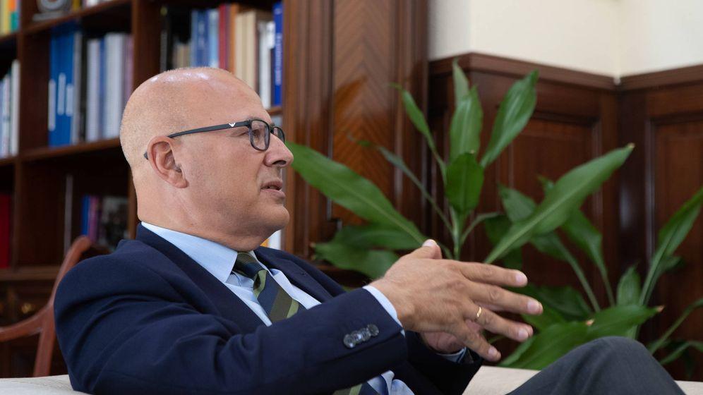 Foto: Ángel Olivares, durante la entrevista en su despacho. (Ministerio de Defensa)