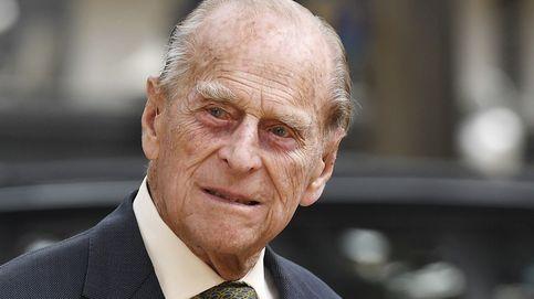 El duque de Edimburgo abandona el hospital por la puerta de atrás
