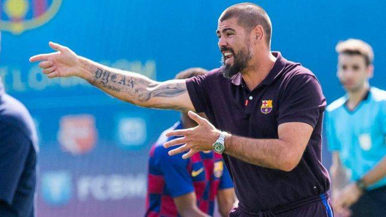 Víctor Valdés en un partido dando instrucciones. (Efe)