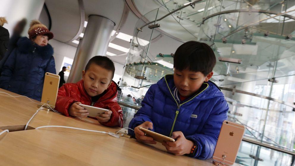 Los niños de hoy pasan más tiempo con el móvil que jugando en la calle