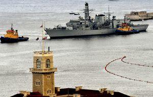 Diputados británicos exigen enviar buques de guerra a Gibraltar y expulsar a Trillo