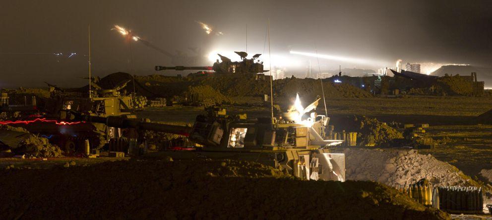 Foto: Un cañón de 155 mm de la artillería israelí abre fuego desde una base al sur de Israel en la Franja de Gaza. (EFE)