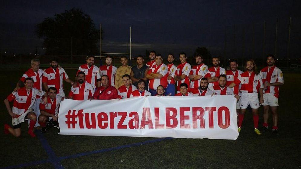 Foto: Los compañeros de Alberto en el Atlético Club de Socios han estado siempre a su lado (FOTO: Facebook).