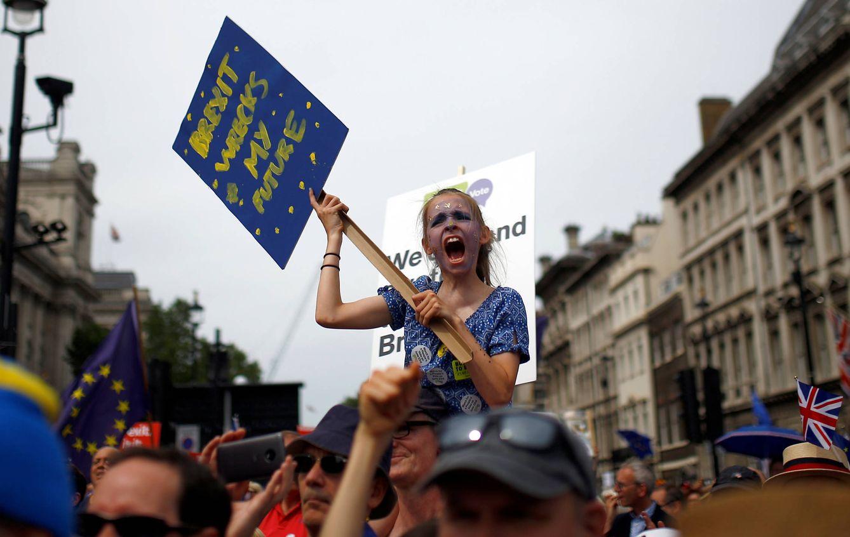 Foto: Manifestantes antiBrexit durante una marcha convocada por People's Vote, en el centro de Londres. (Reuters)