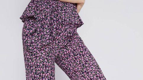 Este pantalón de Zara, de estampado Liberty, es lo más favorecedor que te vas a poner este otoño