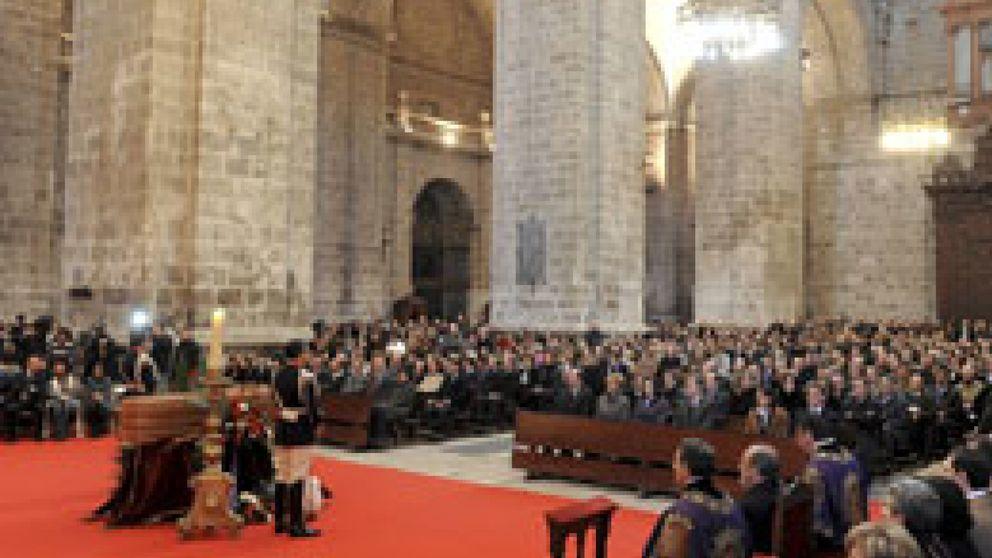 Miles de personas despiden a Miguel Delibes en Valladolid