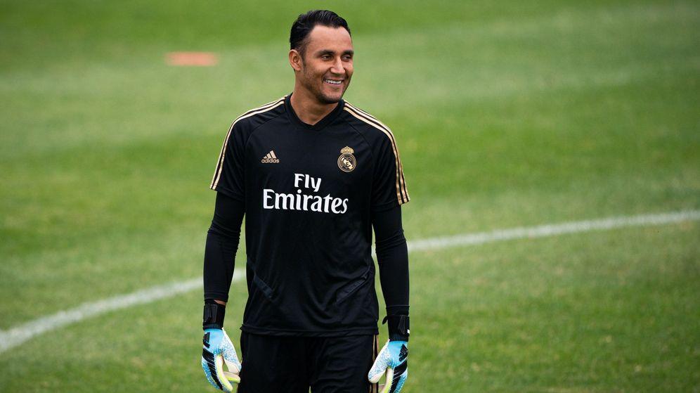 Foto: Keylor Navas, sonriente, en un entrenamiento de pretemporada del Real Madrid. (Efe)