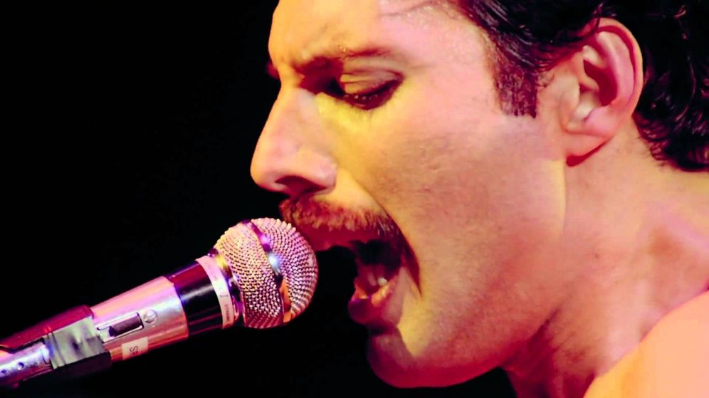 Foto: Freddie Mercury, cantando en directo
