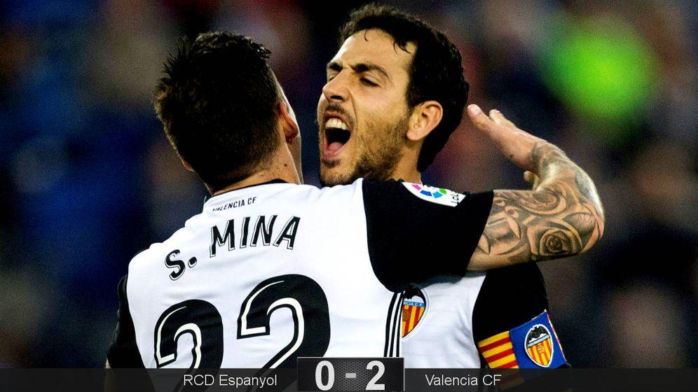 Foto: Parejo celebra con Mina el gol del gallego. (EFE)