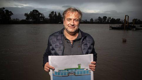 El físico que se hartó de atascos y ha inventado un metro para el río de Sevilla