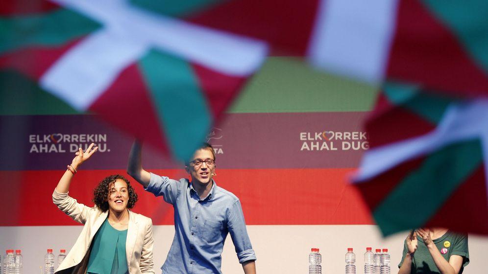 Foto: El jefe de campaña de Podemos, Íñigo Errejón y la cabeza de lista por Gipuzkoa, Nagua Alba. (EFE)