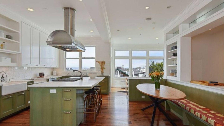 La lujosa cocina de la mansión de Julia Roberts. (Realtor.com)