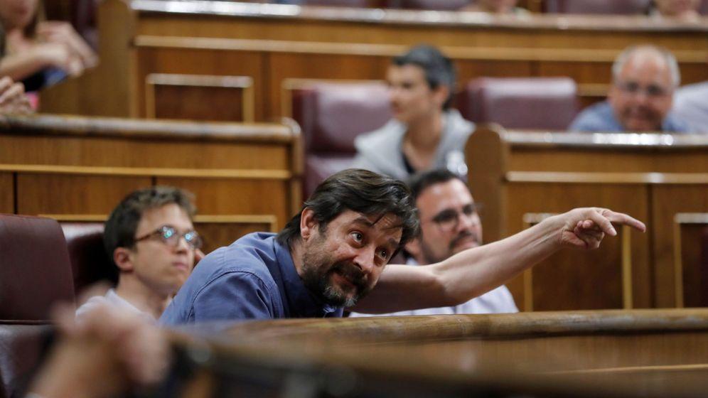 Foto: El diputado de Unidos Podemos, Rafael Mayoral, durante un pleno del Congreso de los Diputados. (EFE)