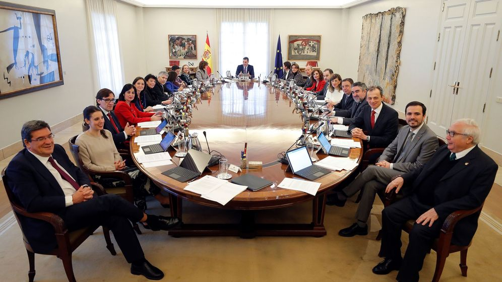Foto: Primer Consejo de Ministros de la coalición, el pasado 14 de enero en la Moncloa. (EFE)