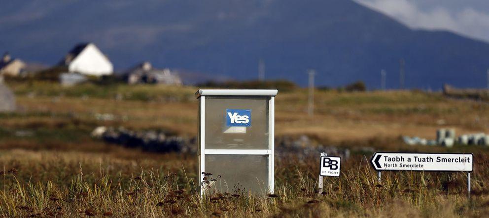 Foto: Una pegatina a favor de la independencia de Escocia en una parada de autobús de South Uist, en las Outer Hebrides (Reuters)