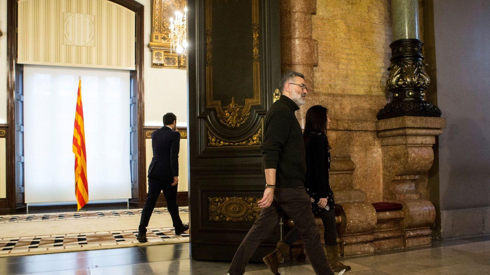 Foto: El presidente del Parlament, Roger Torrent (i), y el diputado de la CUP Carles Riera (d), tras la reunión que han mantenido en el marco de la ronda de contactos. (EFE)