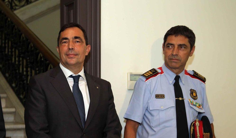 Foto: El entonces director de los Mossos d'Esquadra, Pere Soler (c), y el 'major' Josep Lluís Trapero, el pasado julio. (EFE)