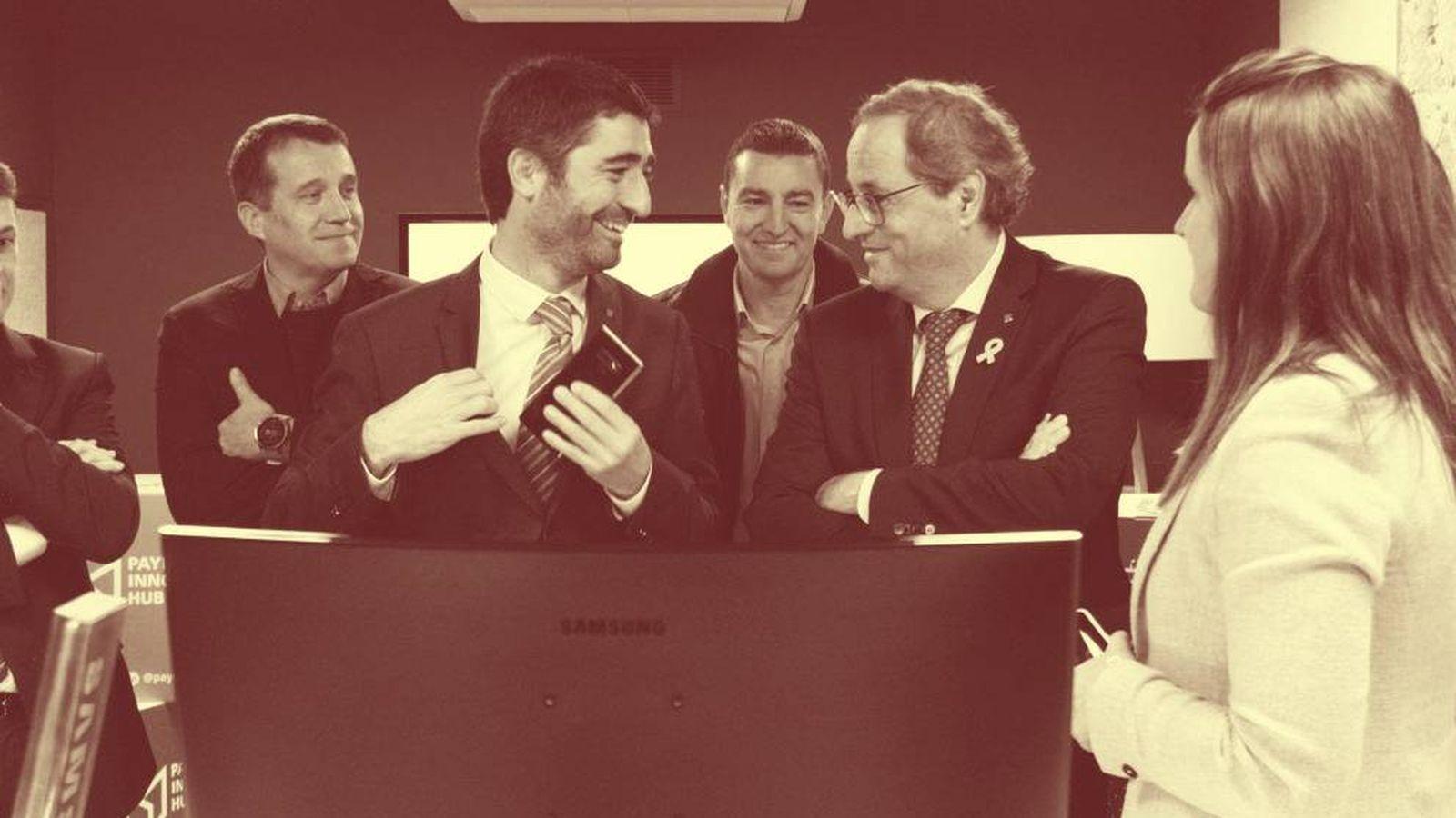 Foto: El consejero de Políticas Digitales, Jordi Puigneró, junto a Quim Torra durante una visita a Barcelona Tech City. (EFE)