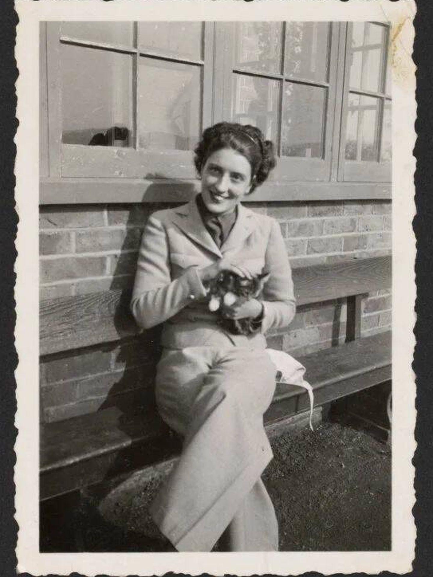May Sarton de joven.