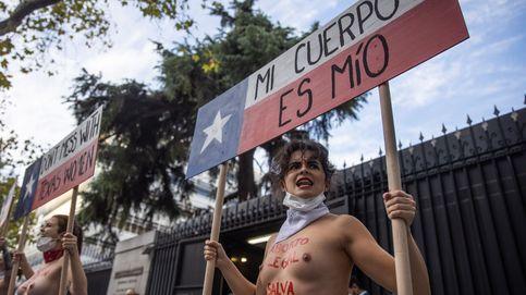 Protesta de Femen en la embajada de EEUU en Madrid