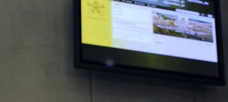Foto: Greg Burke interviene durante la presentación de la cuenta Twitter de Benedicto XVI, en el Vaticano (Efe).