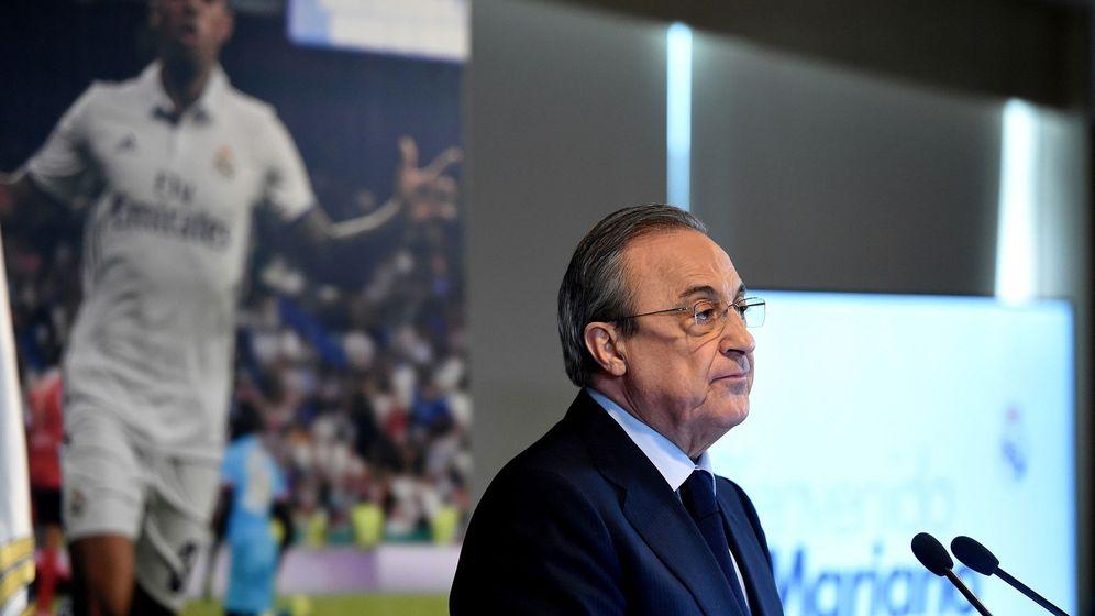 Foto: Florentino Pérez en el palco del estadio Santiago Bernabéu. (Efe)