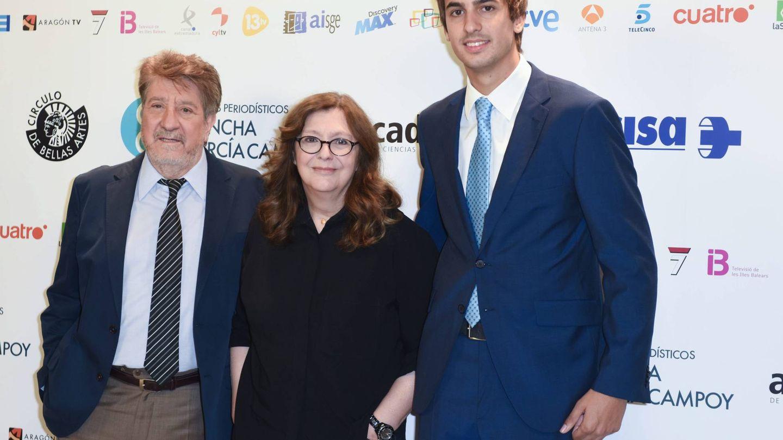 El productor, con Rosa León y Lorenzo Díaz García-Campoy. (Cordon Press)