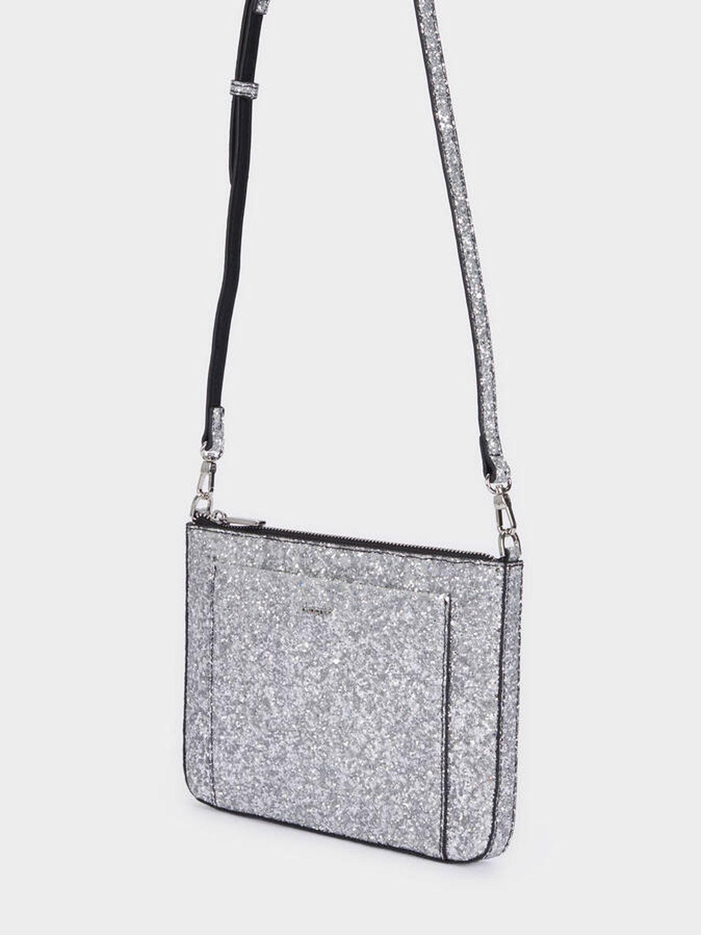El bolso bandolera de Parfois para looks con brillo. (Cortesía)