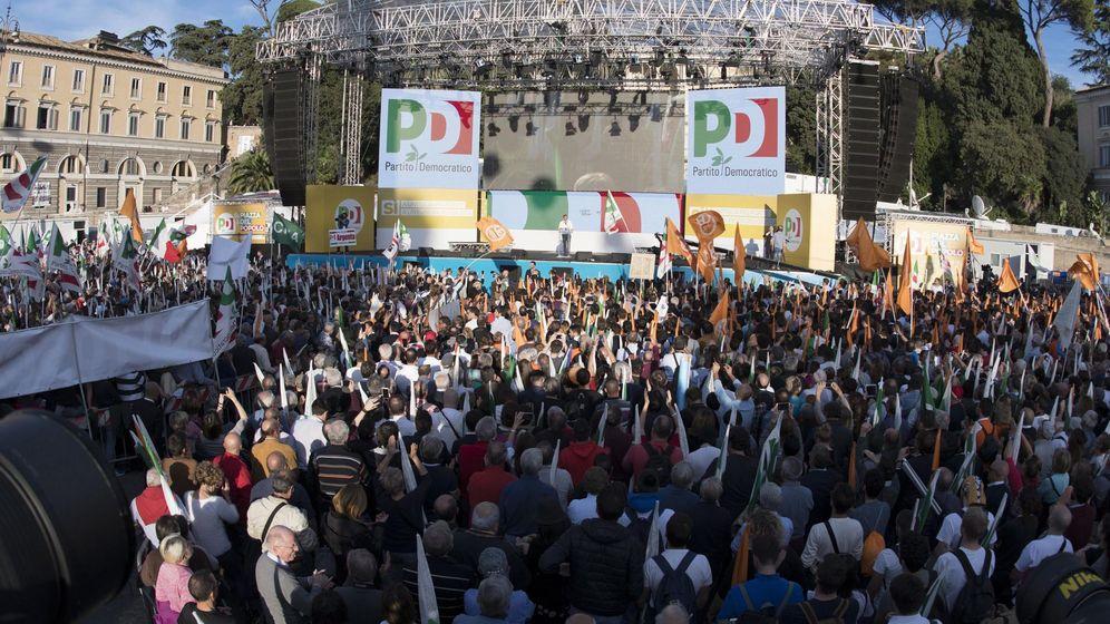 Foto: Mitin del Partido Democrático de Matteo Renzi a favor del 'Sí' en el referéndum de reforma constitucional (Reuters)