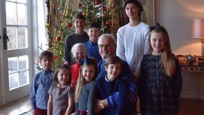 Margarita y Henrik con sus ocho nietos en 2016. (Kongehuset)