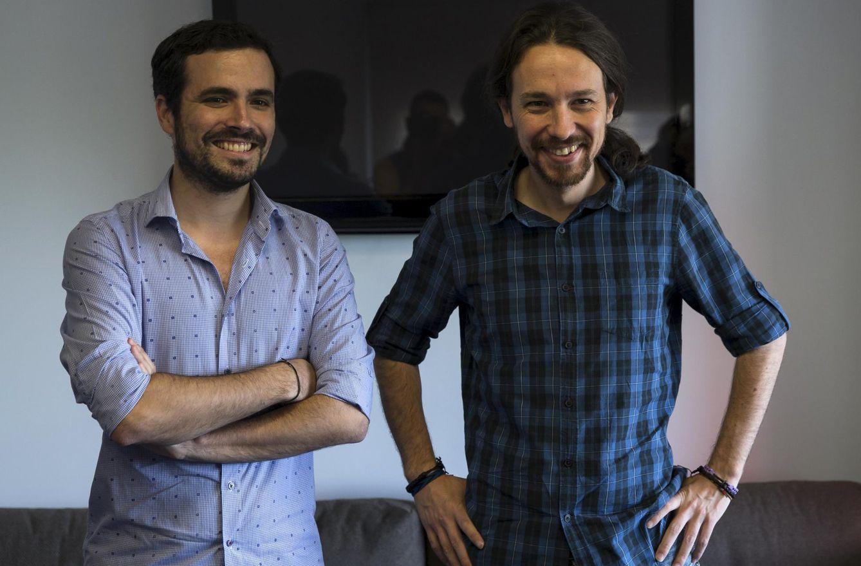 Alberto Garzón, junto a Pablo Iglesias (Reuters)
