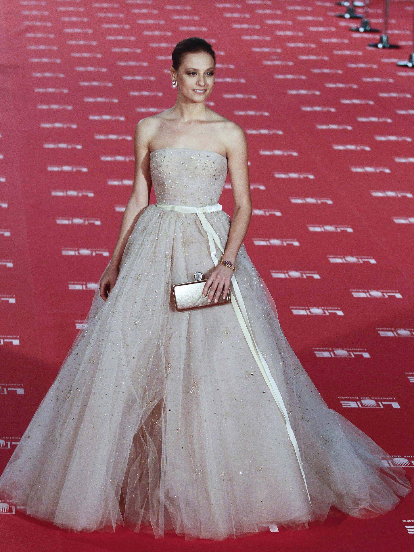 La actriz Michelle Jenner a su llegada a la gala de los XXVI Premios Goya. (EFE)