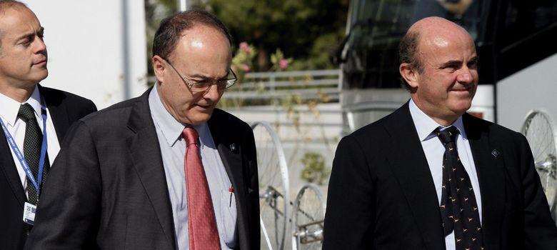 Foto: Luis Linde, gobernador del Banco de España, y Luis de Guindos, ministro de Economía (EFE)