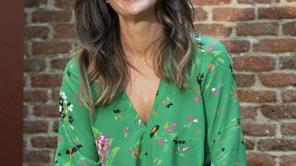 La falda de Massimo Dutti de Nuria Roca es ideal con la camiseta del look completo