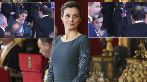 Espejito, espejito... La curiosa escena de la Reina, su pintalabios y Mariano Rajoy