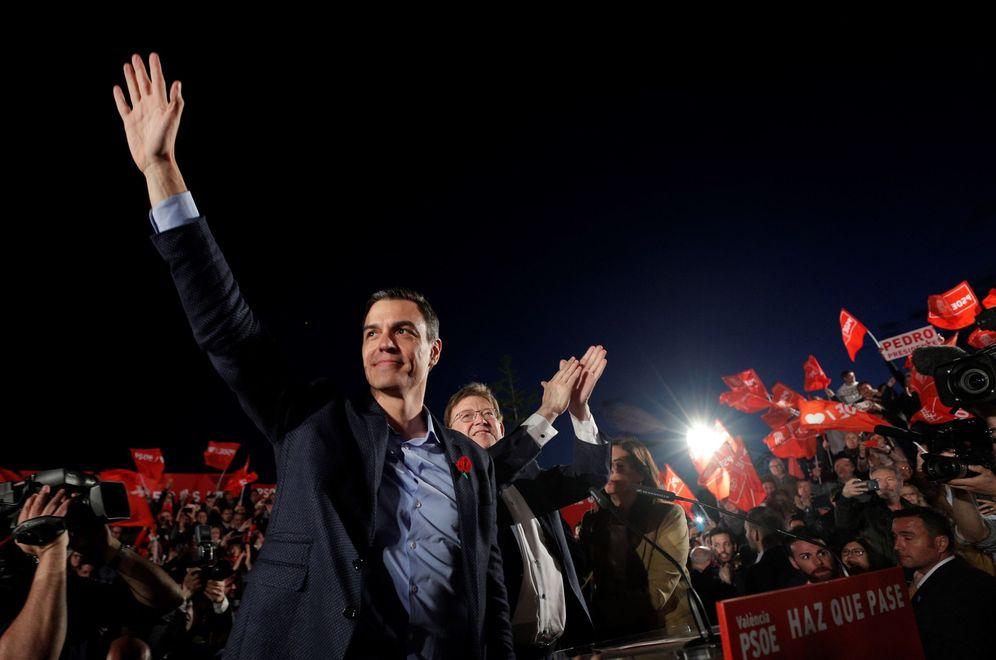 Foto: Pedro Sánchez y el 'president' de la Generalitat, Ximo Puig, este 26 de abril en el Parc Central de Valencia. (EFE)
