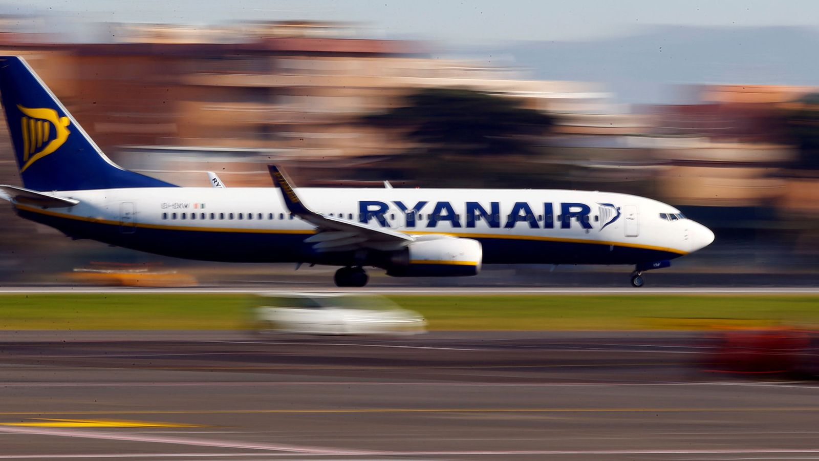 Foto: ¿Cuánto cobran los pilotos de Ryanair? ¿Por qué se van de la compañía? (Reuters)
