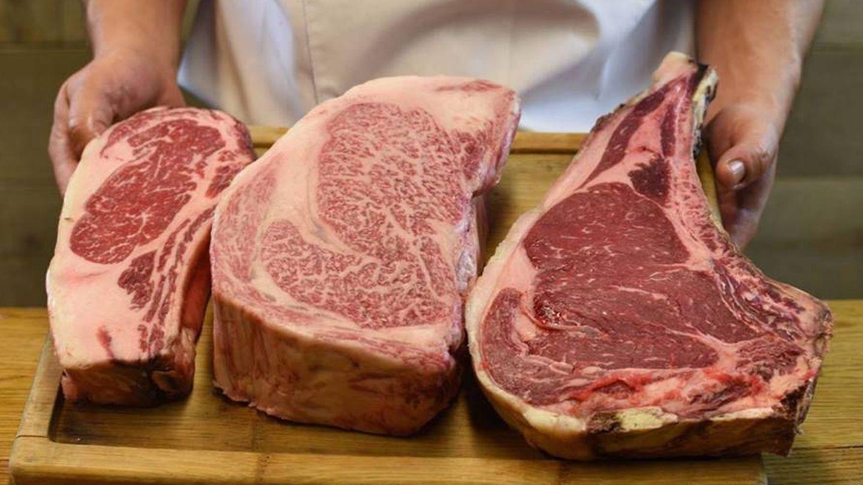 Tres piezas de carne bovina de diferentes tipos en Vaca Nostra.