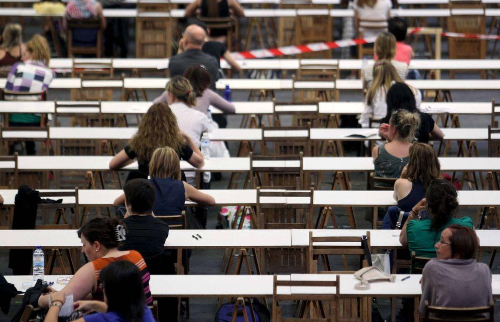 Foto: Participantes en una OPE de Osakidetza. (EFE)