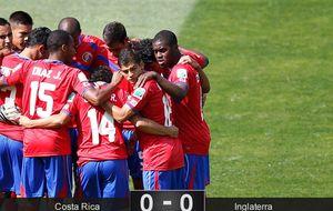 Una histórica Costa Rica pasa como primera tras un partido sin brillo
