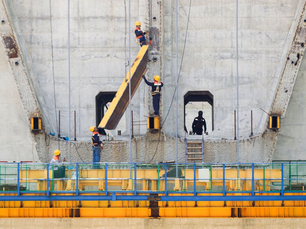 Foto: Operarios trabajan en la construcción de la autopista de Bar-Boljare. (Reuters)
