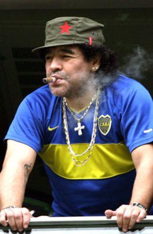 Maradona provoca una alerta por fuego en un hotel de Manchester al fumarse un puro
