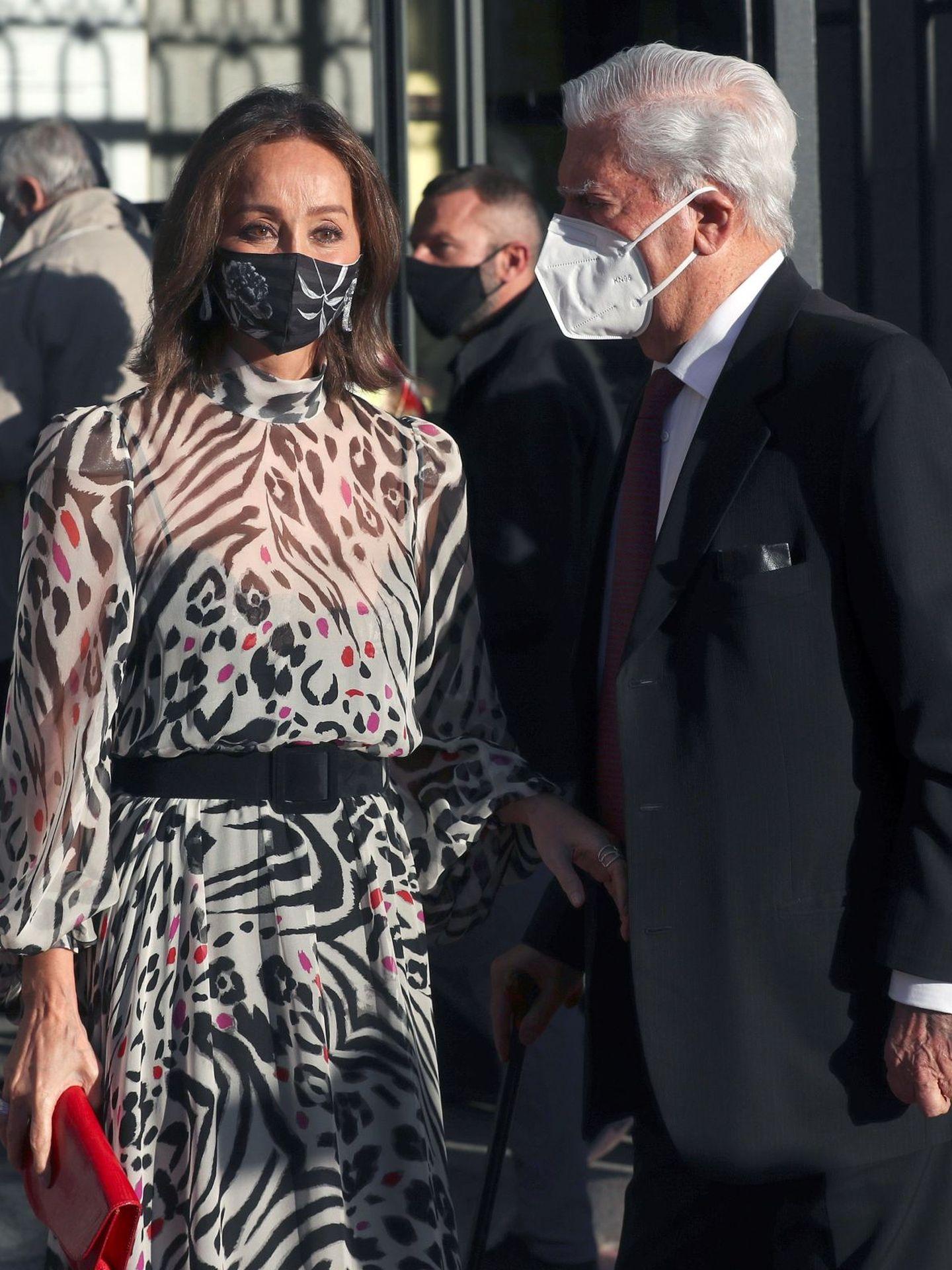 Mario Vargas Llosa e Isabel Preysler,  durante el estreno de la temporada del año pasado. (EFE)