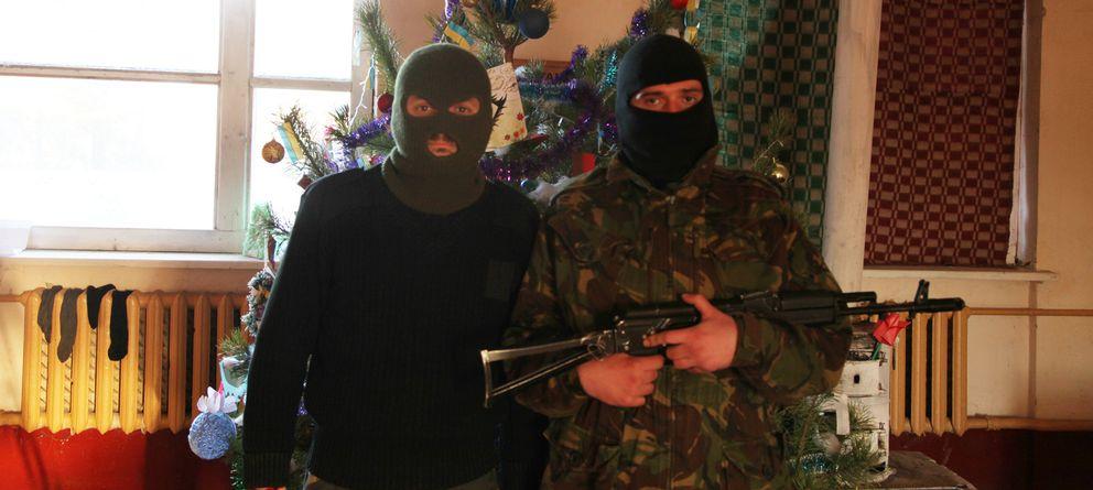 Foto: Miembros del 'Pravy Sektor' posan en el campamento de entrenamiento de la organización en Chernihiv (Á. Sastre).