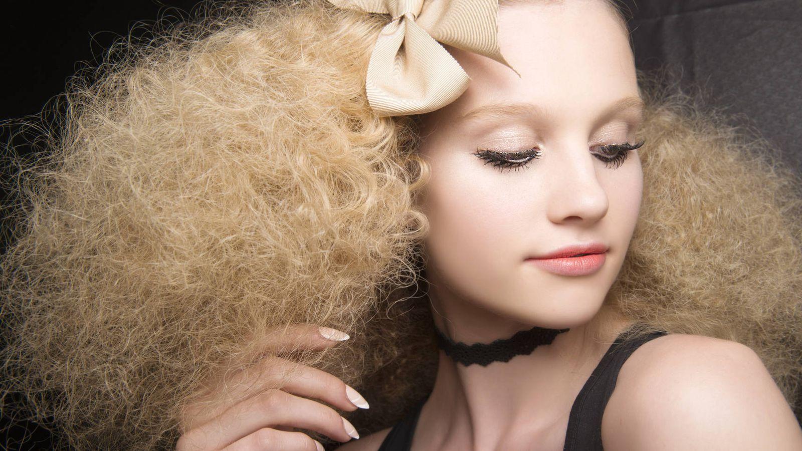 Foto: La salud de tu cuero cabelludo empieza por una dieta equilibrada y acaba cuidándolo correctamente.