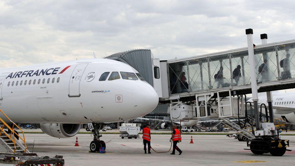 Foto: El menor se había escondido en el tren de aterrizaje para llegar a París (Reuters/Philippe Wojazer)